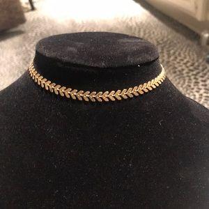 Jewelry - Beautiful unique gold choker
